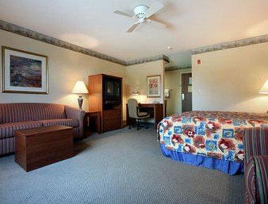 Baymont Inn & Suites Waterford/Burlington WI: Suite