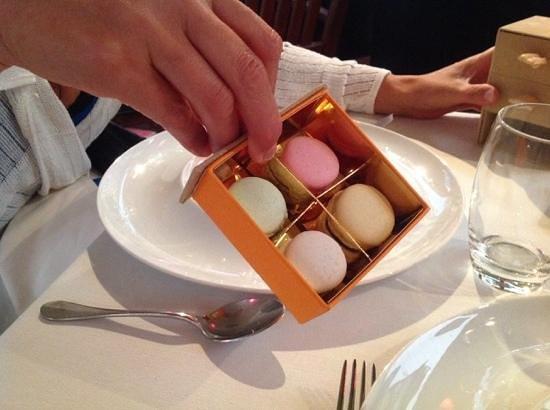 Restaurant JYS : Et un assortissement de friandises avec le dessert !