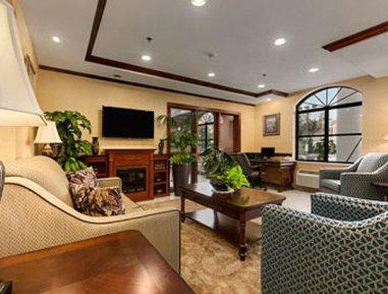 Baymont Inn & Suites Asheville/biltmore: Lobby