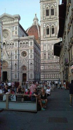 Piazza del Duomo : El Bellísimo edificio del Duomo, Catedral de Florencia