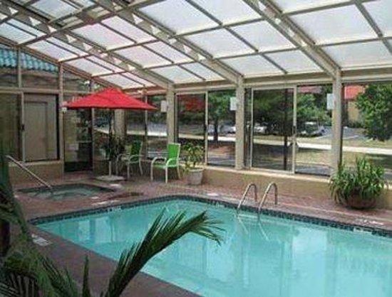 Baymont Inn & Suites - Joplin