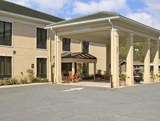 Baymont Inn & Suites Savannah/Garden City: Welcome to the Baymont Savannah