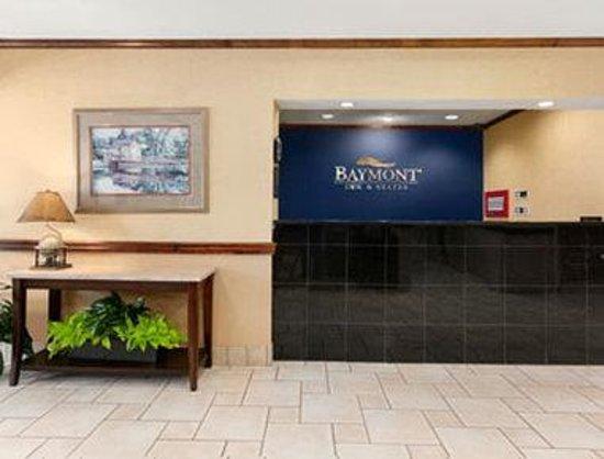 Baymont Inn & Suites Asheville/biltmore: Front Desk - Lobby