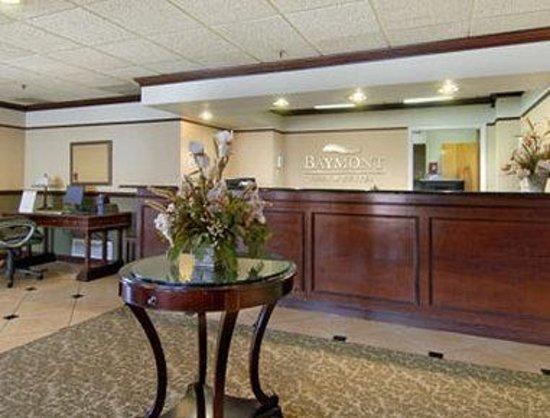 Baymont Inn & Suites Bloomington: Lobby