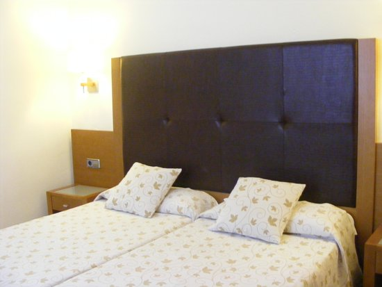 Aparthotel Ferrera Blanca: Our comfortable bed