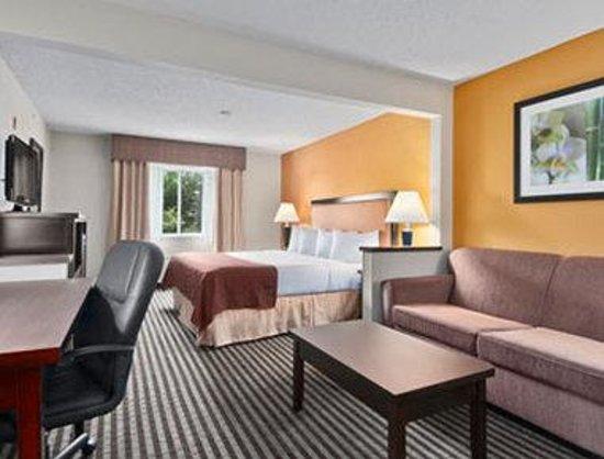 Baymont Inn & Suites Dallas/ Love Field: Suite