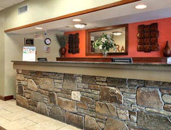 Ramada Asheville / Biltmore West: Lobby