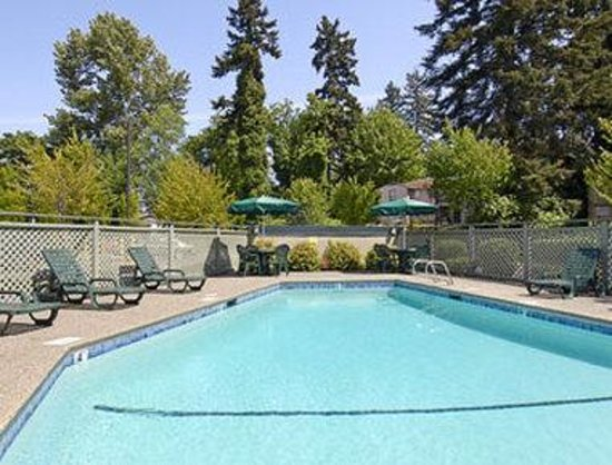Baymont Inn & Suites Seattle/Kirkland WA : Pool