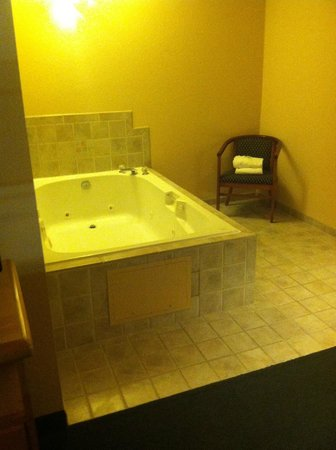 Comfort Inn and Suites Tualatin - Portland South: Jacuzzi Suite