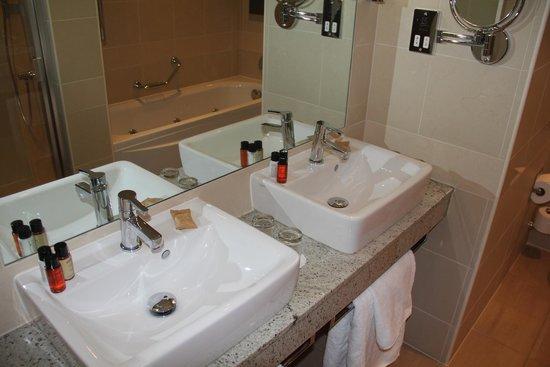 Casa Hotel: Bathroom