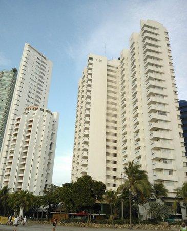 Decameron Cartagena (Torre parte derecha de la foto)