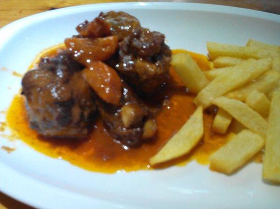 Restaurante La Tasca: El rabo de toro.