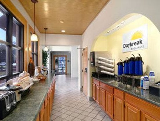 Days Inn Birmingham/Summit Mall: Breakfast Area
