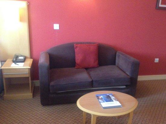 Village Hotel Cardiff: Sofa in room