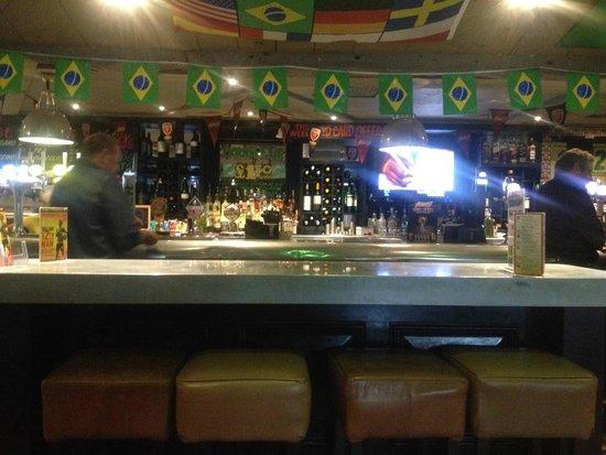 Village Hotel Cardiff: Bar
