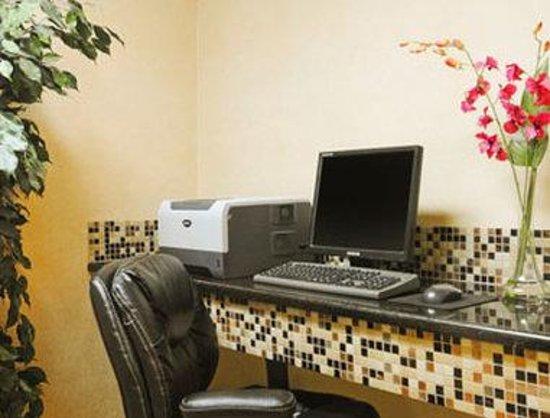 Baymont Inn & Suites Dalton : Business Centre