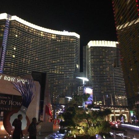 ARIA Resort & Casino: Vista noturna