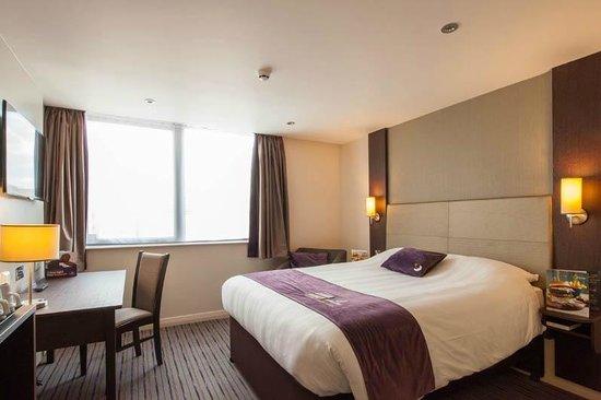 Premier Inn London Hendon (The Hyde) Hotel: Bedroom