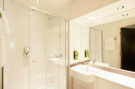 Premier Inn London Hendon (The Hyde) Hotel : Bathroom