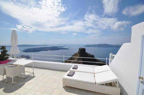 Astra Suites: View of Skaros rock from honeymoon suite
