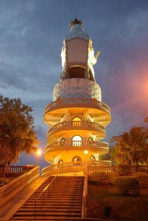 Monumento à Padroeira - Nossa Senhora do Monte Serrat