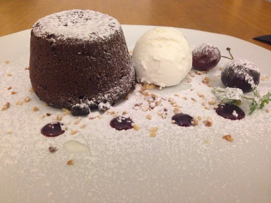 Lanthia Resort Restaurant: Heavenly warm chocolate cake, Yum yum