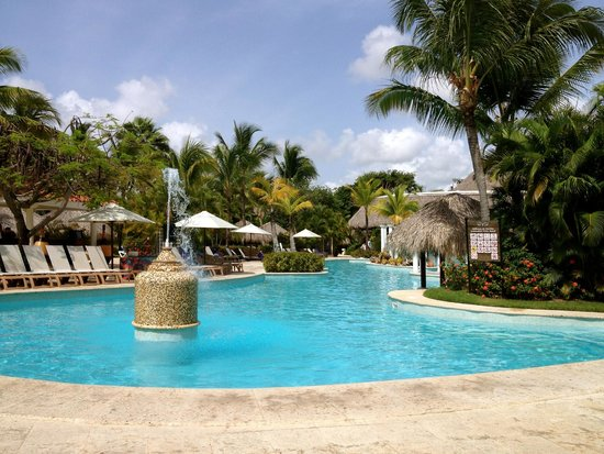 Melia Caribe Tropical: The Level family pool
