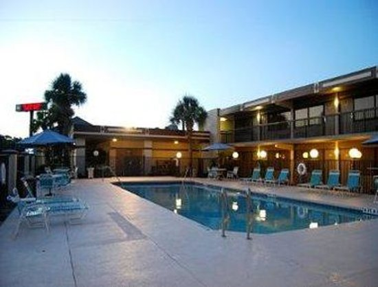 Travelodge Deltona: Pool