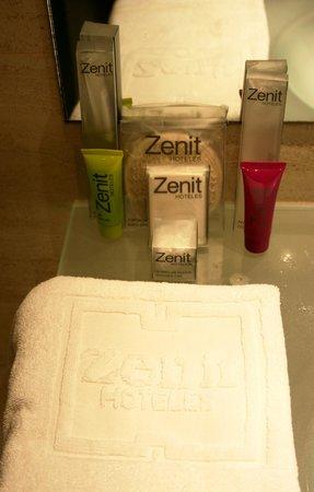 Hotel Zenit Barcelona: ванные принадлежности в номере