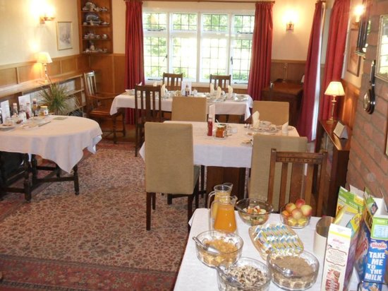 Monk's Barn Farm: The Cosy Dining Room