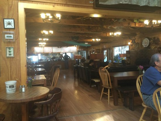 Yosemite Bug Rustic Mountain Resort: The restaurant