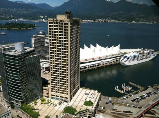 Vancouver Lookout: Canada place +cruise ship