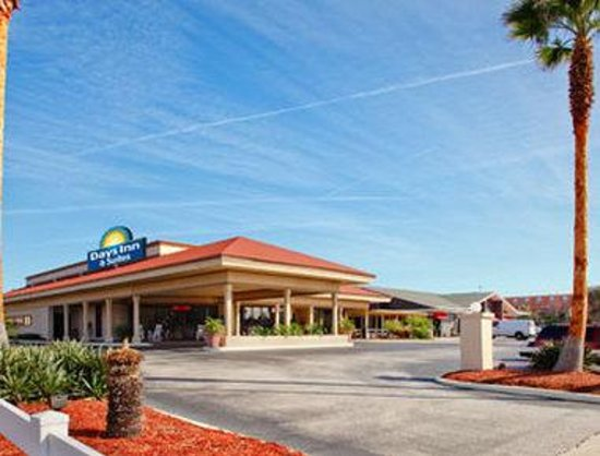 Days Inn & Suites Amelia Island at the Beach: Exterior