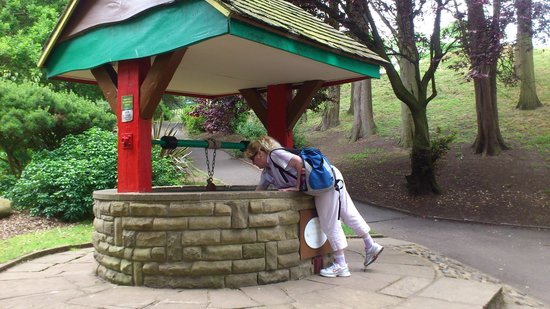 Peasholm Park: Sue at The Wishing Well