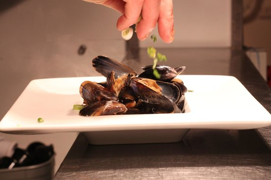 Brimstone Steakhouse Bar & Grill: Mussels with Prosseco & Spring Onion