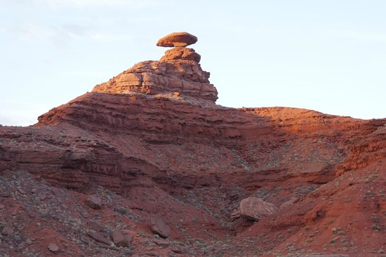 Hat Rock Inn: Nearby Mexican Rock formation in dawn light