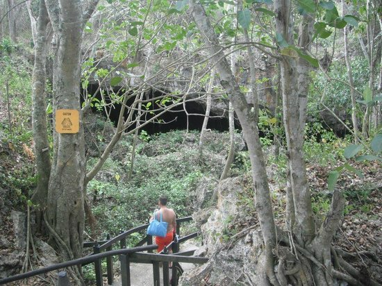 Saturno Cave : entrance to the cave