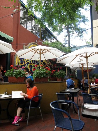 The Mediterranean Restaurant: Outside Courtyard Seating