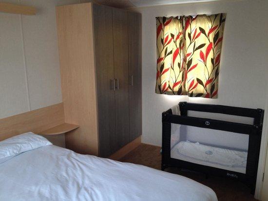 Barmston Beach Holiday Park - Park Resorts: Main bedroom In a gold plus caravan