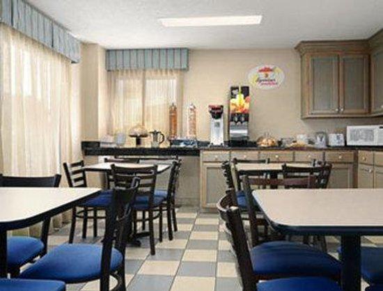Super 8 Hattiesburg South : Breakfast Area