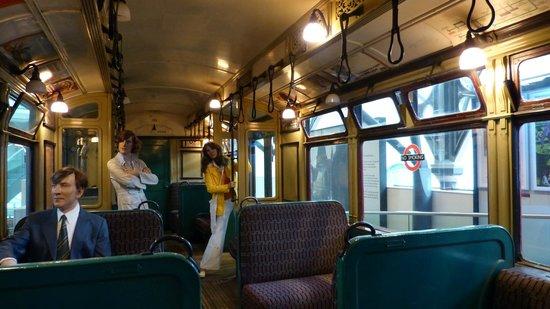 London Transport Museum : Old metro interior