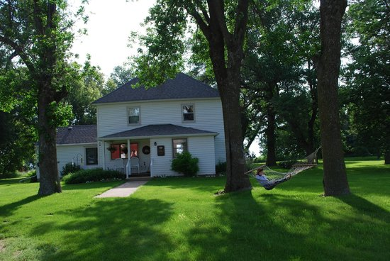 Hendricks, MN: The late 1800's farm house. B&B and separate Hunting accomodations.