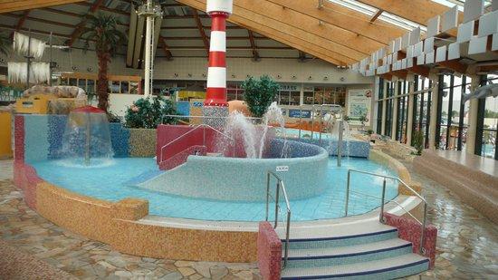 Aquapalace Hotel Prague: Есть пара лягушатников с теплой водичкой