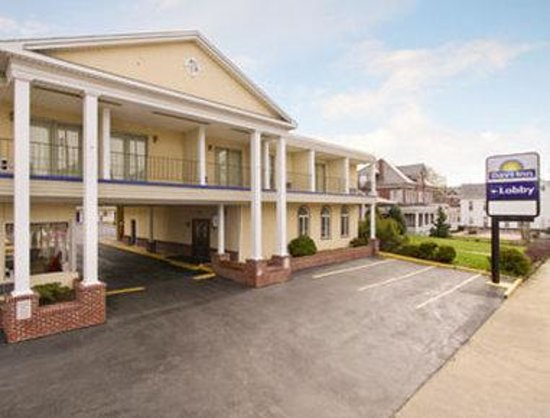 Welcome to the Days Inn Waynesboro