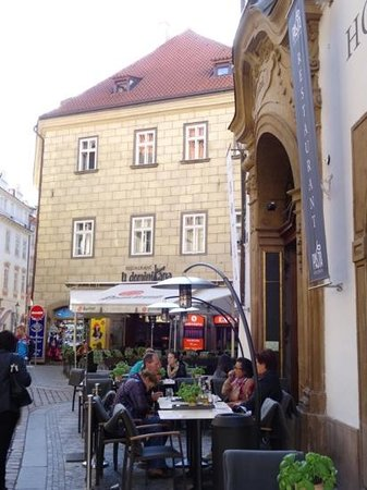 Savic Hotel rear street view & outdoor restaurant seating