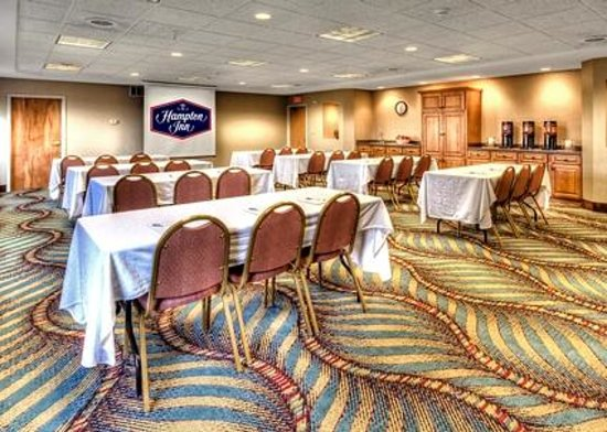 Hampton Inn & Suites Kalamazoo - Oshtemo: Hold your small event or group meeting in our flexible meeting space