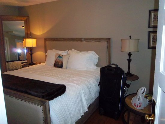 The New Public House & Hotel: Bedroom of Suite
