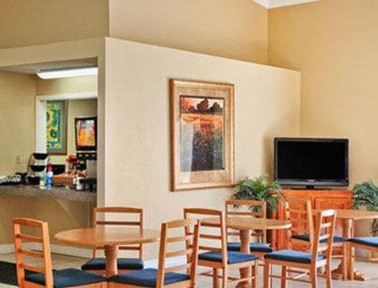 Days Inn LaPorte: Breakfast Area