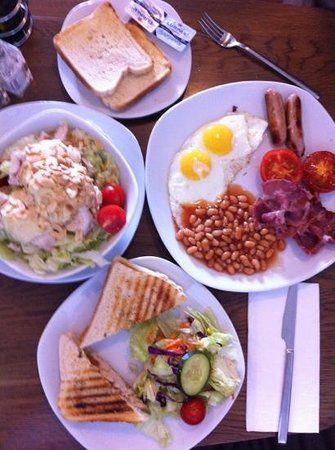 Oblico Cafe : assiette english breakfast & salad