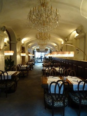 Savic Hotel: Savic Restaurant inside dining